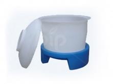 Пластиковый бак 390 л с подставкой 390ГП